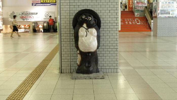 明石駅たぬき像
